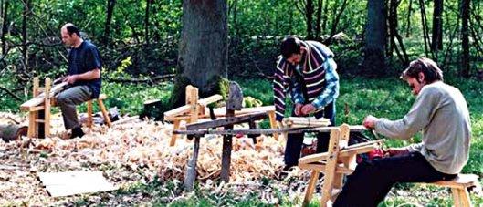 Bau eines Grünholz-Stuhls im Wald